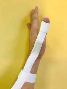腱鞘炎テーピング横
